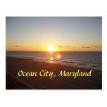 Ciudad del océano, salida del sol del MD Tarjetas Postales