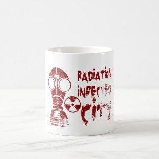 Ciudad infectada radiación taza básica blanca