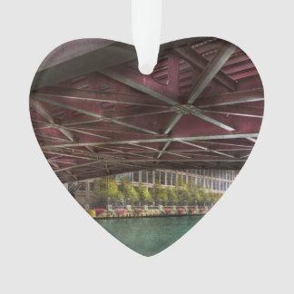 Ciudad - por debajo el puente de Guillermo P Fahey