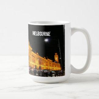 Ciudad por noche - taza de Melbourne