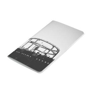 Ciudad temática, una imagen blanco y negro de un cuadernos