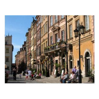 Ciudad vieja acogedora en Varsovia Postal
