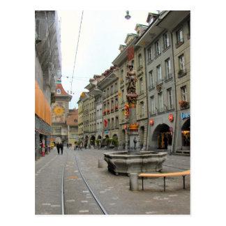 Ciudad vieja de Berna - torre y fuente medievales Tarjetas Postales
