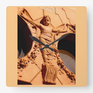 Ciudadanos de piedra - el bebé del granito en reloj cuadrado