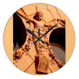 Ciudadanos de piedra - el bebé del granito en reloj redondo grande