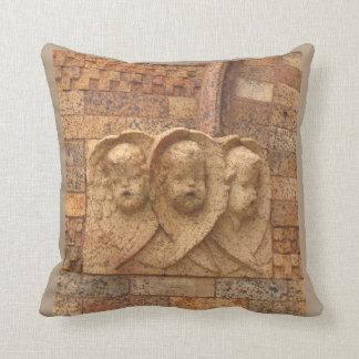 Ciudadanos de piedra tres niños del granito cojín