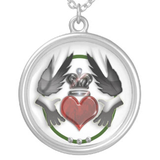 claddagh heart round pendant necklace