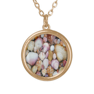 Clam Shell Round Pendant Necklace