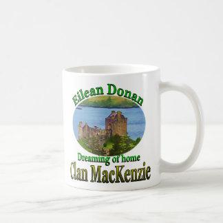 Clan MacKenzie que soña con Eilean casero Donan Taza Clásica
