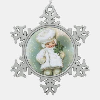 Clapsaddle: Muchacho del invierno con la ramita Adorno De Peltre En Forma De Copo De Nieve