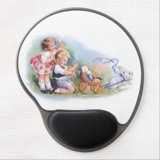 Clapsaddle: Niños que juegan con el conejito Alfombrilla De Raton Con Gel
