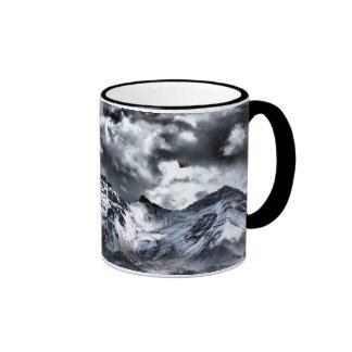 Claridad debajo de la taza de café de las nubes