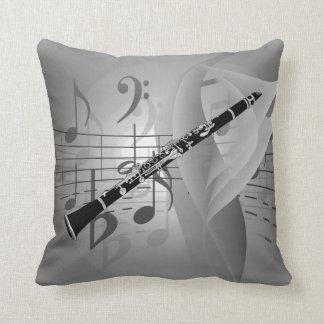 Clarinet con acentos musicales cojín decorativo