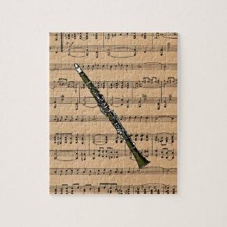 Clarinet con el fondo de la partitura puzzles con fotos