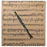 Clarinet con el fondo de la partitura servilleta de papel