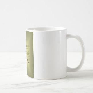 Clarinet con el fondo de la partitura taza de café