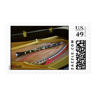 Clarinet en el franqueo del piano para