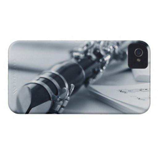 Clarinet en las hojas de música iPhone 4 Case-Mate cobertura