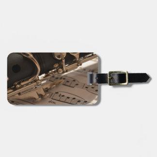 Clarinet y hojas de música etiqueta de maleta