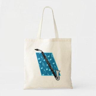 Clarinete bajo con las notas azules del fondo y de bolsa tela barata