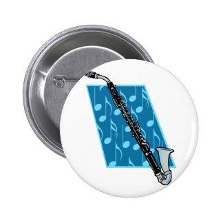 Clarinete bajo con las notas azules del fondo y de pin