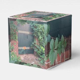 Clark Ulysse's Classic 2x2 Favor Box