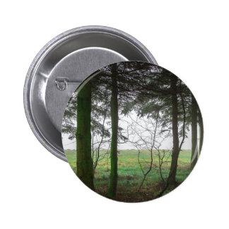 Claro de desatención del bosque en la niebla pin redondo de 2 pulgadas