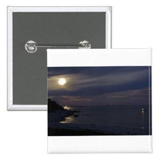 Claro de luna creciente cristalino de la playa pin