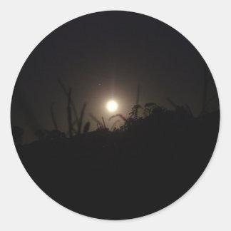 Claro de luna en el horizonte pegatina redonda