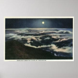 Claro de luna sobre las nubes en el soporte Washin Póster