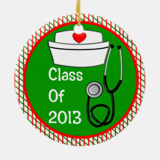 Clase 2013 del ornamento de la graduación de la adorno navideño redondo de cerámica