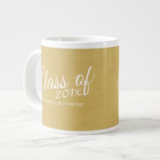 Clase de la graduación del oro con de escuela de taza grande