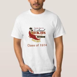 Clase de la reunión 2013 de los alumnos de 1974 camisas