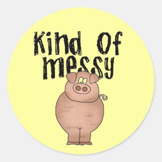 Clase del cerdo de camisetas y de regalos sucios pegatina redonda