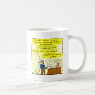Clase en dibujo animado del color de la gestión de tazas de café