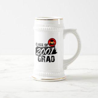 Clase fresca del graduado 2001 jarra de cerveza