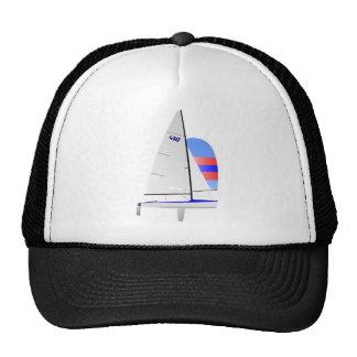 Clase olímpica del onedesign del velero que compit gorra
