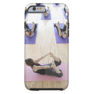 Clase principal del instructor de la yoga con los funda resistente iPhone 6