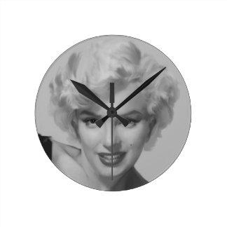 Classic Beauty III Round Clock