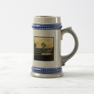 Classic yellow car 18 oz beer stein