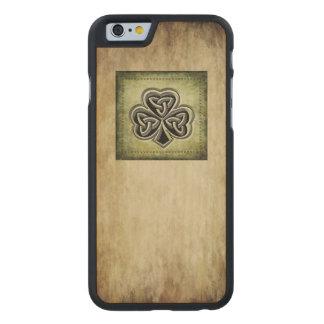 Classy grundge Irish lucky shamrock Carved® Maple iPhone 6 Slim Case