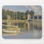 Claude Monet el   el puente en Argenteuil, 1874 Alfombrilla De Ratones