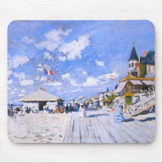 Claude Monet: En la playa de Trouville Mouse Pad