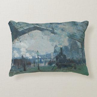 Claude Monet - llegada del tren de Normandía Cojín