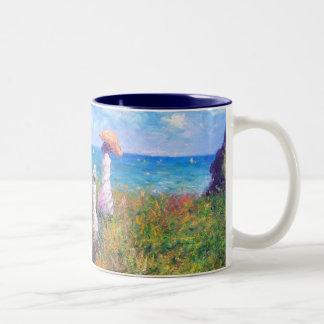 Claude Monet: Paseo del acantilado en Pourville Taza De Dos Tonos