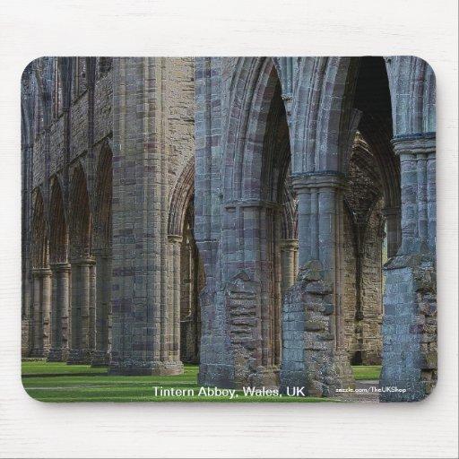 Claustros cistercienses de la abadía histórica de  tapete de raton