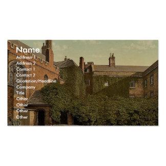 Claustros de la universidad de la reina con la tor tarjetas de visita