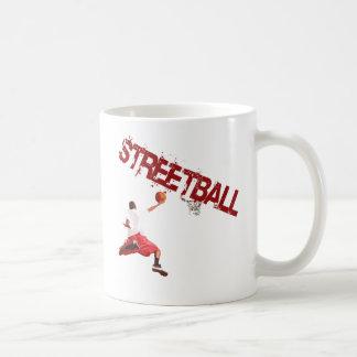 Clavada del baloncesto de la calle taza de café