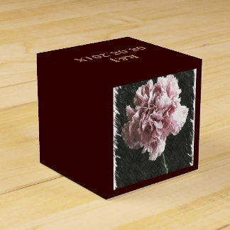 Clavel rosado rústico hermoso en backgroun negro cajas para regalos de boda