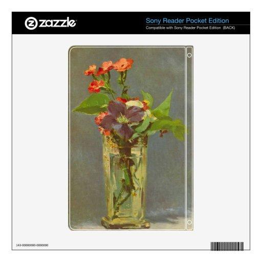Claveles y Clematis en un florero cristalino por M Sony Reader Skin